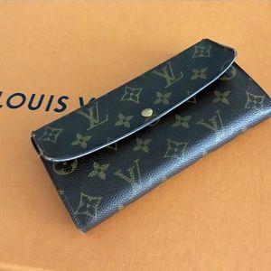 Louis Vuitton Bags - 🎉 Authentic Louis Vuitton Sarah Wallet